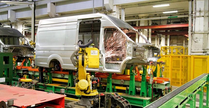 Сваркой моделей «Бизнес» занимаются 86 роботов, «Next» — 108.