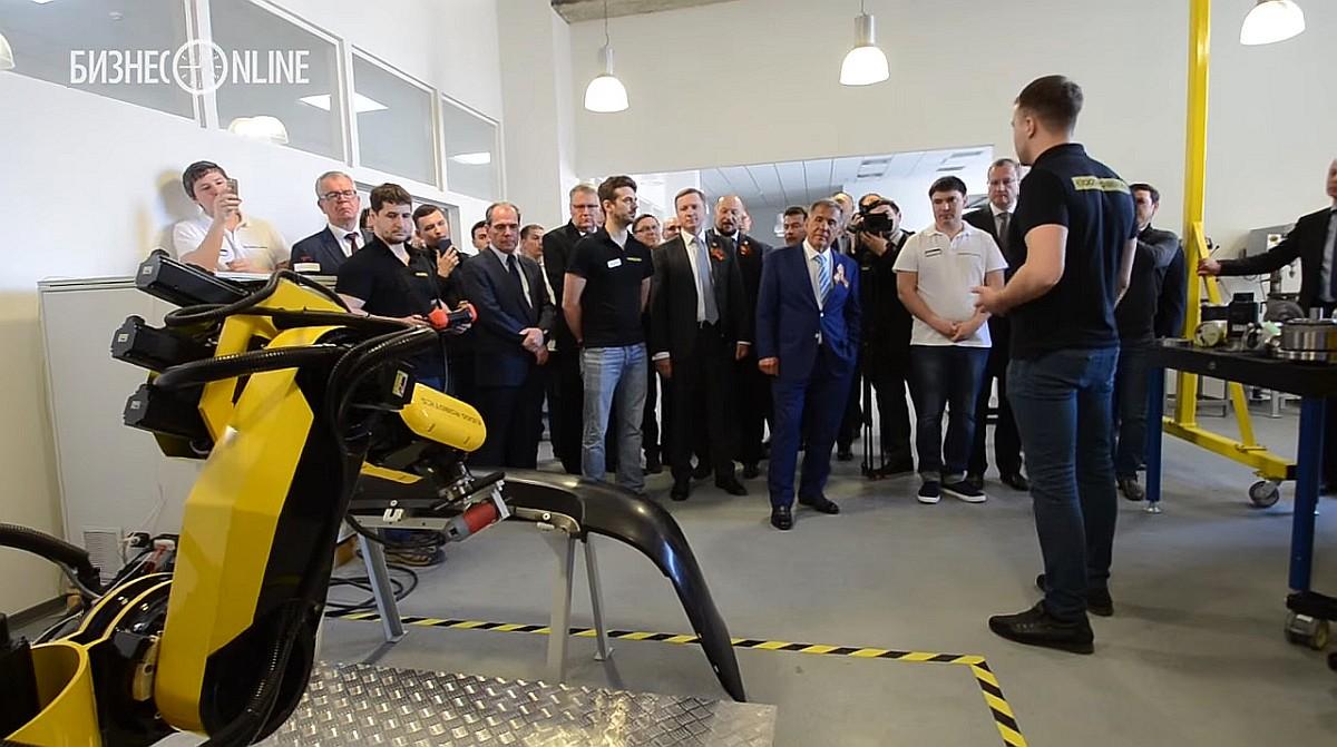 «Эйдос-Робототехника» представила президенту Татарстана Рустаму Минниханову