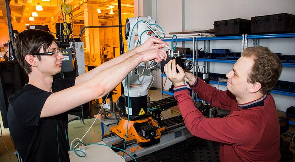 Систему интеллектуального управления роботами создали ученые ДВФУ и ДВО РАН