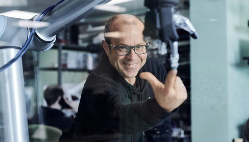 Робототехник Альберт Ефимов о мире будущего. Беспилотники и чат-боты вместо лучших друзей