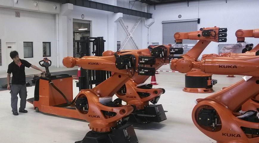 Продажи промышленных роботов в Китае впервые снизились
