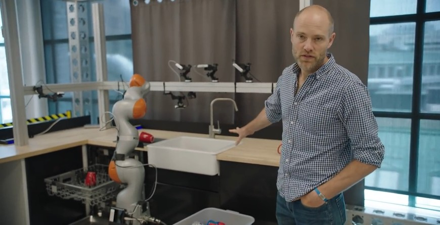 Toyota обучает роботов манипулировать бытовыми предметами (+видео)