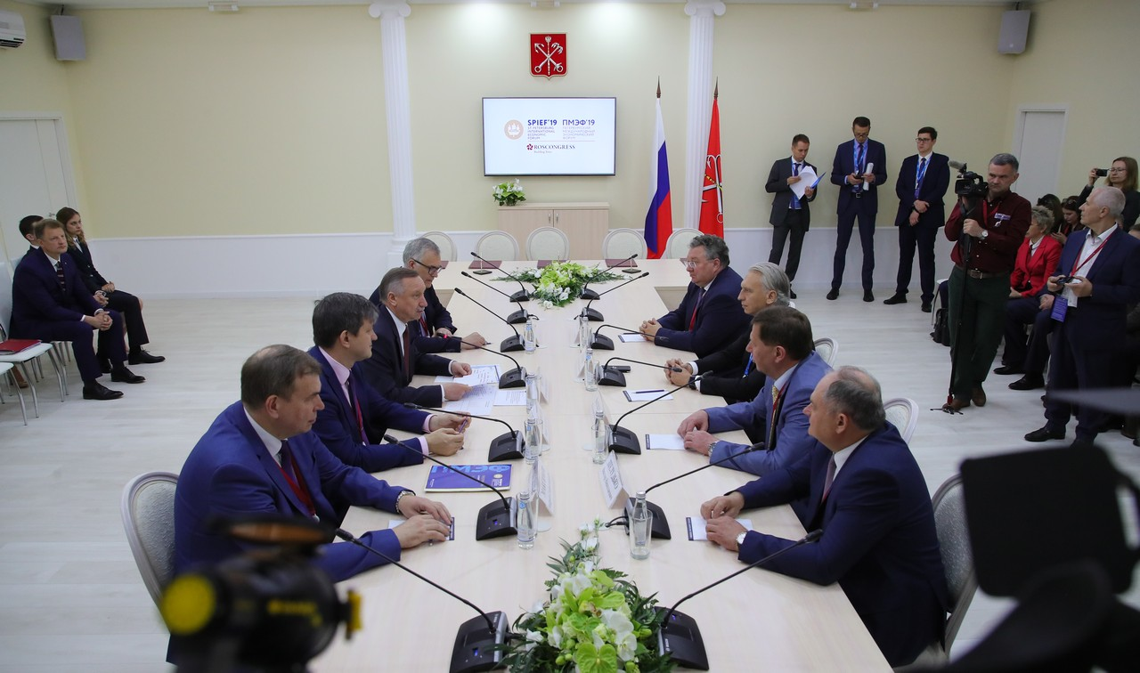 6 июня на ПМЭФ заключен меморандум о создании в Санкт-Петербурге первого в России национального центра промышленного искусственного интеллекта.