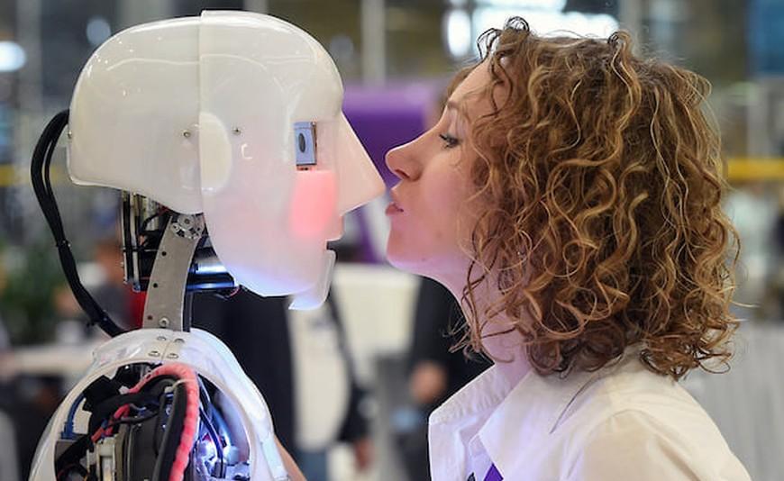 AI всех интересует, многих беспокоит и мало кому приносит прибыль