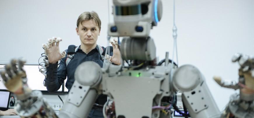 Антропоморфный робот