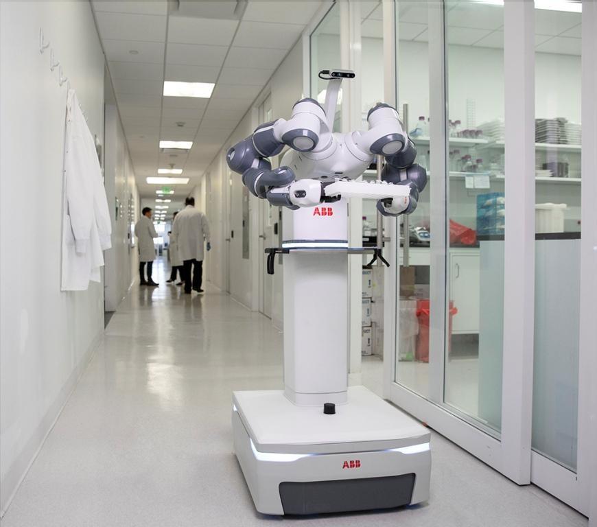 Двурукий робот YuMi может передвигаться автономно
