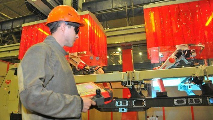 сварочный робот на брянском заводе