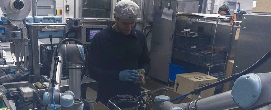 Коллаборативные роботы в компании Atria