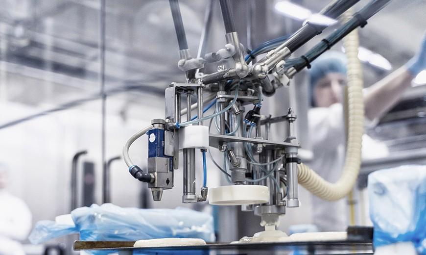 Первое серийное производство промышленных роботов