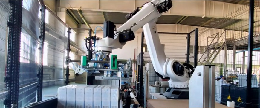 Видео: Укладка пачек на паллету роботом