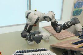 робот YuMi компании ABB